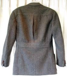 https://deckardsguide.files.wordpress.com/2017/11/matt-deckard-belt-back-suit.jpg?w=221&h=253
